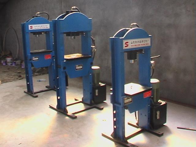 液压机_液压机供货商_供应100t龙门式双柱液压机