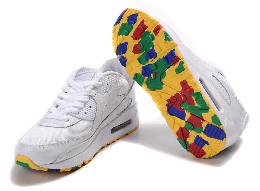 耐克和阿迪和三叶草的板鞋哪个好 有没有推荐的