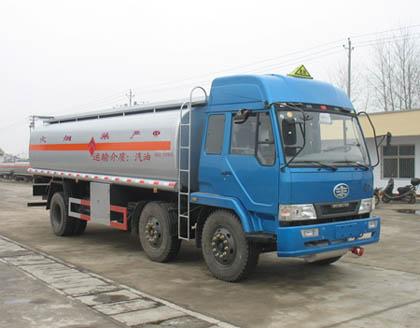 供应解放小三轴化工液体运输车