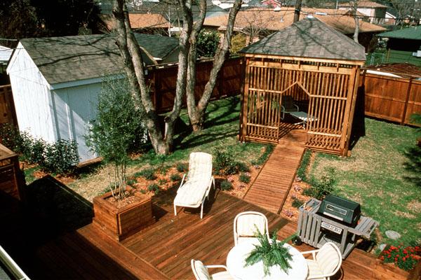 供应成都防腐木家庭小花园图片