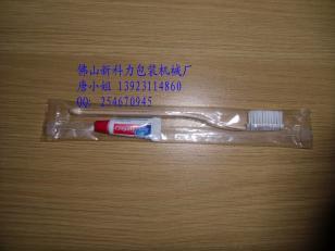 酒店牙刷牙膏梳子等产品自动包装机图片