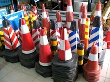 供应交通设施车位锁车轮锁工程施工图片