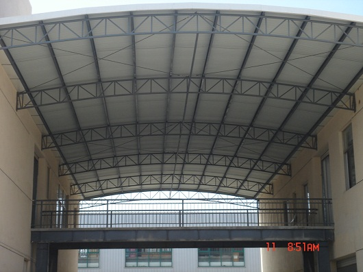 钢结构_钢结构供货商_供应钢结构厂区连廊过道雨篷