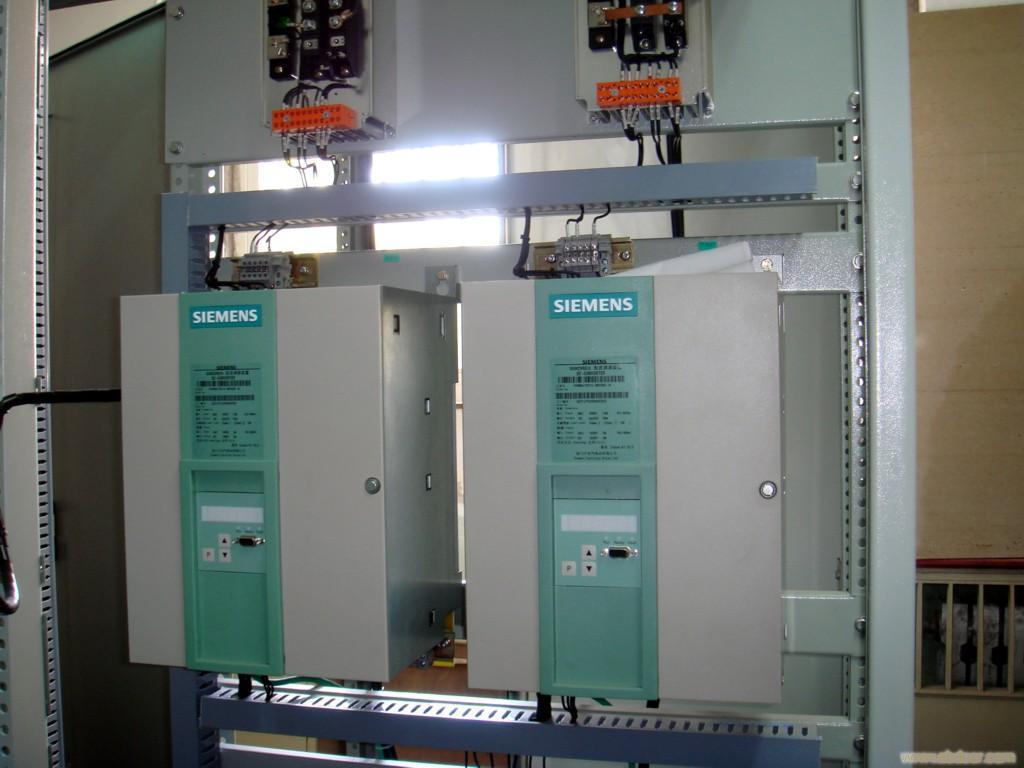 西门子变频器通用型MM440系列图片描述:MM440系列产品资料:SIMENS变频器MicroMaster440是全新一代可以广泛应用的多功能标准变频器。它采用高性能的矢量控制技术,提供低速高转矩输出和良好的动态特性,同时具备超强的过载能力,以满足广泛的应用场合。创新的BiCo(内...... 咨询电话:15307190108 联系人:朱云亮 联系QQ:363013543