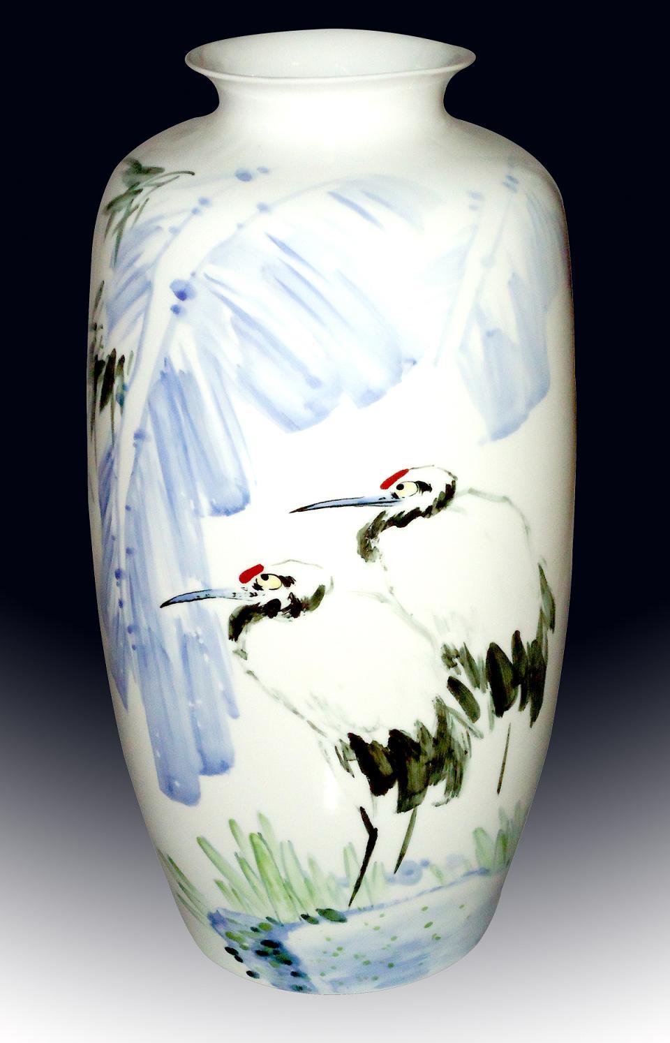 手绘骨瓷花瓶图片