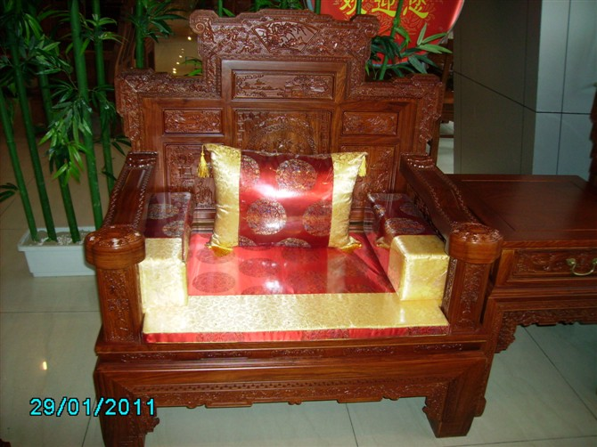 中式冬季沙发坐垫 红木沙发坐垫 钩针编织沙发坐垫图片高清图片