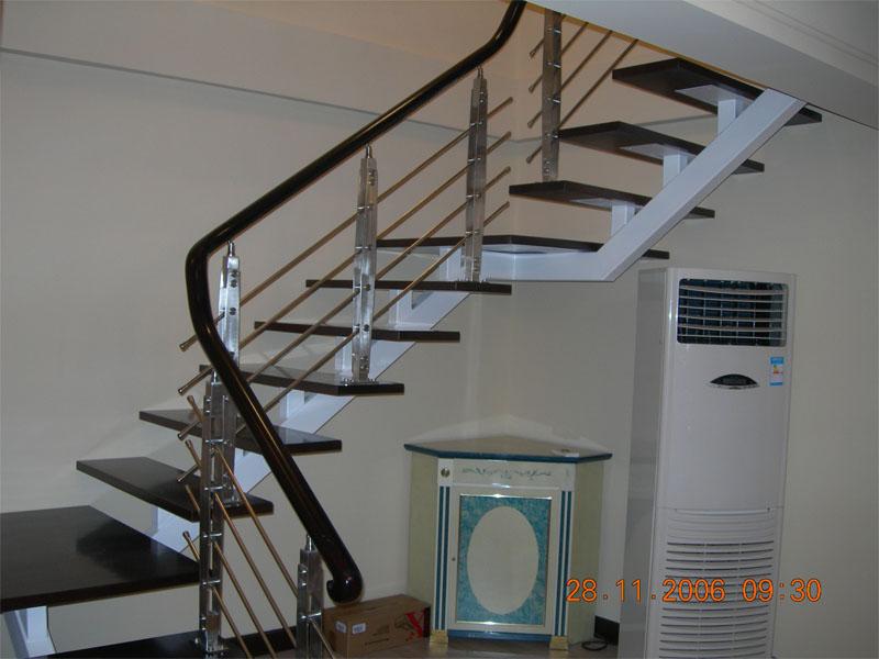 供应单梁方管楼梯图片