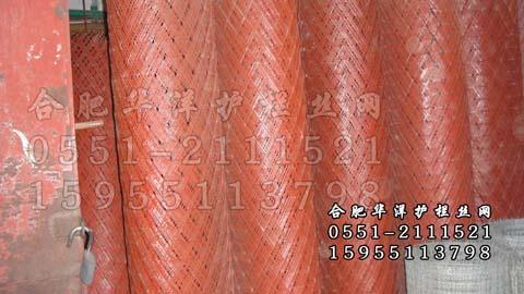 按照网孔的形状可分为:菱形孔钢板网,六角形孔钢板网,龟甲型钢板网