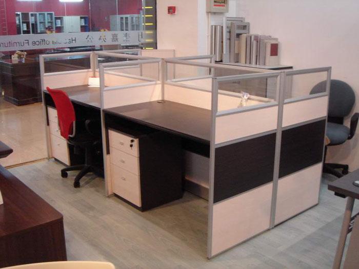 产品名称:商务欧式屏风工作位主要材质:采用高密度板桌面与铝合金