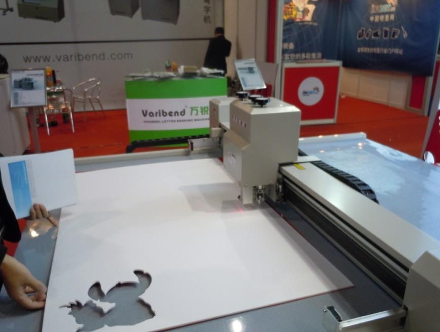 供应纸类印刷产品吊牌彩卡礼品盒打样机电脑切割机割样机打版机哪里有图片