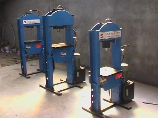 压力机_压力机供货商_供应山东60t龙门液压机压力机图片