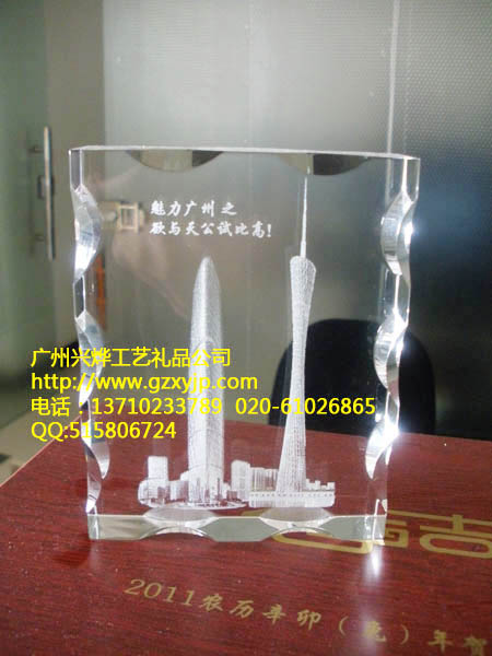 供应广州电视塔模型礼品,广州小蛮腰纪念品,水晶内雕海心塔模型礼品批发
