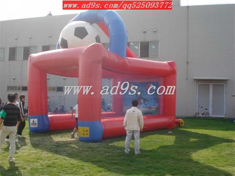 供应充气足球场充气足球射门充气迷宫图片
