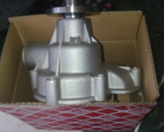 供应宝马735水泵原厂配件